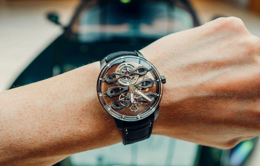 Aston Martin și orologierul Girard-Perregaux dau naștere unui ceas care costă 146.000 de dolari - Poza 2