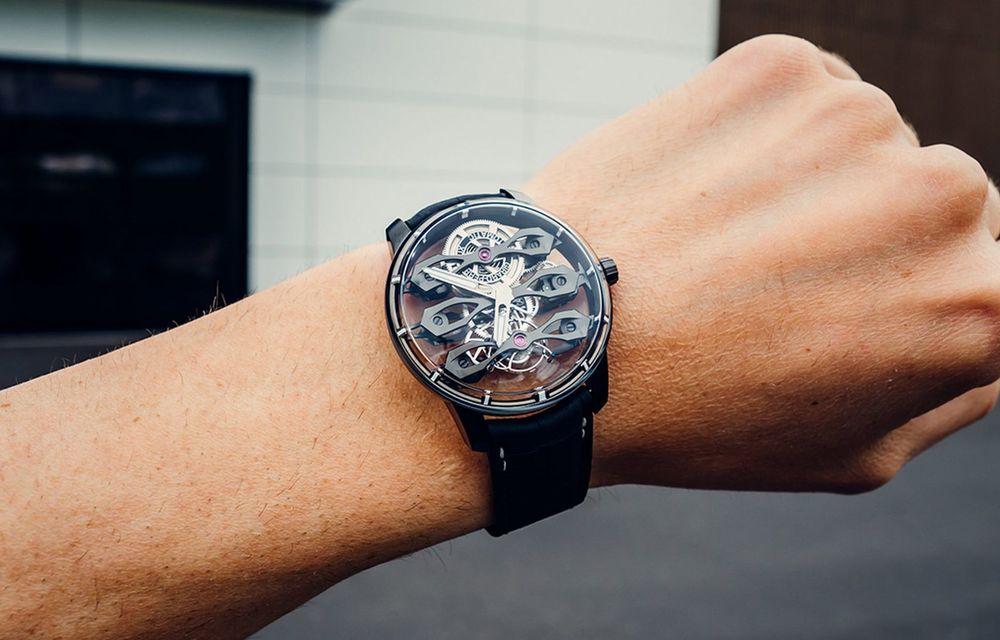 Aston Martin și orologierul Girard-Perregaux dau naștere unui ceas care costă 146.000 de dolari - Poza 6