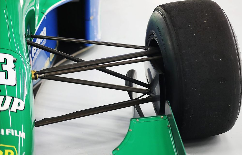 Primul monopost de Formula 1 pilotat de Michael Schumacher a fost scos la vânzare - Poza 8