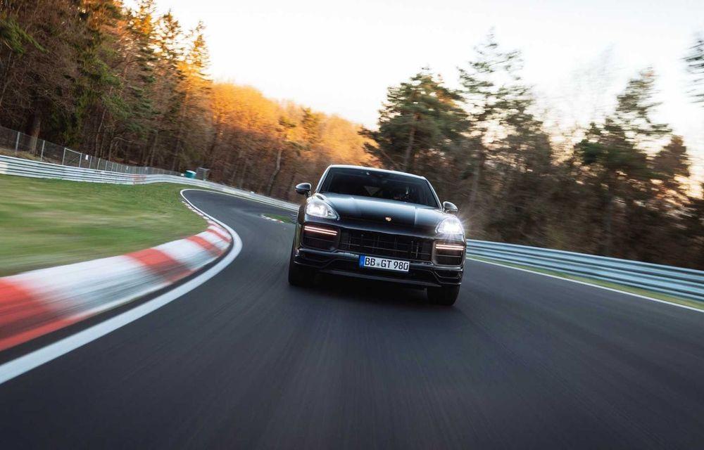Noua versiune de performanță a lui Porsche Cayenne Coupe a stabilit un record de timp pe Nurburgring - Poza 3