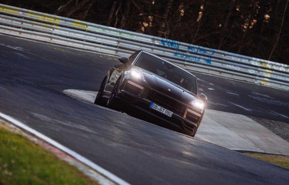 Noua versiune de performanță a lui Porsche Cayenne Coupe a stabilit un record de timp pe Nurburgring - Poza 2