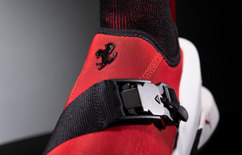 Designul lui Ferrari SF90 Stradale a dat naștere unor pantofi sport care costă 450 de dolari - Poza 4