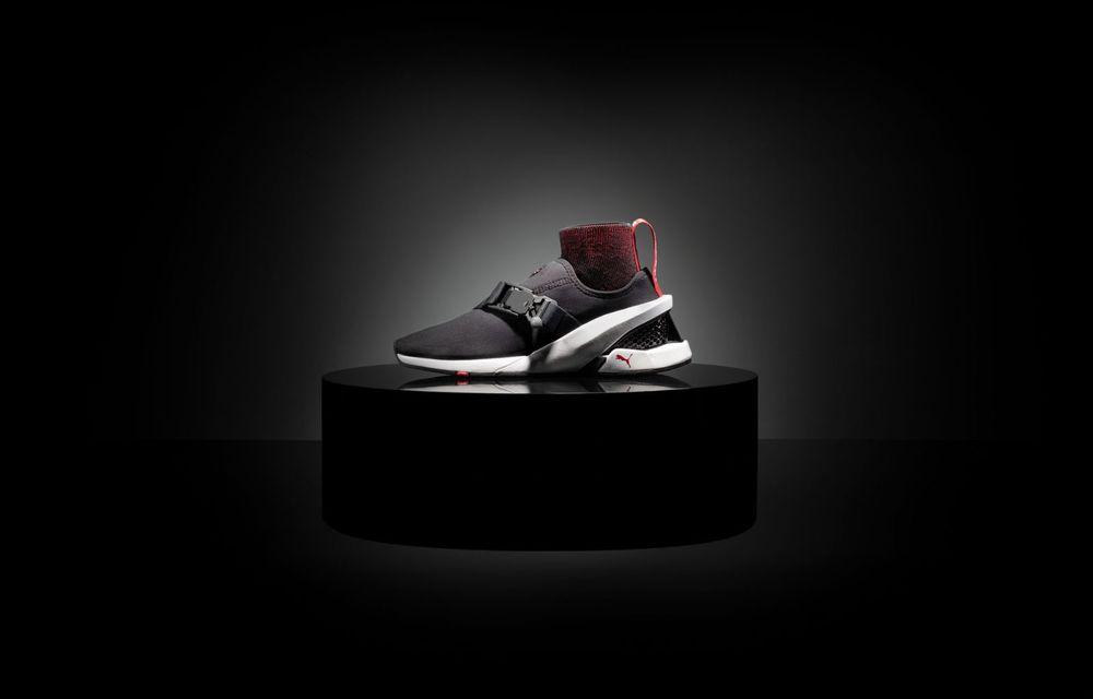 Designul lui Ferrari SF90 Stradale a dat naștere unor pantofi sport care costă 450 de dolari - Poza 3