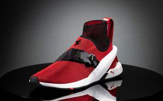 Designul lui Ferrari SF90 Stradale a dat naștere unor pantofi sport care costă 450 de dolari