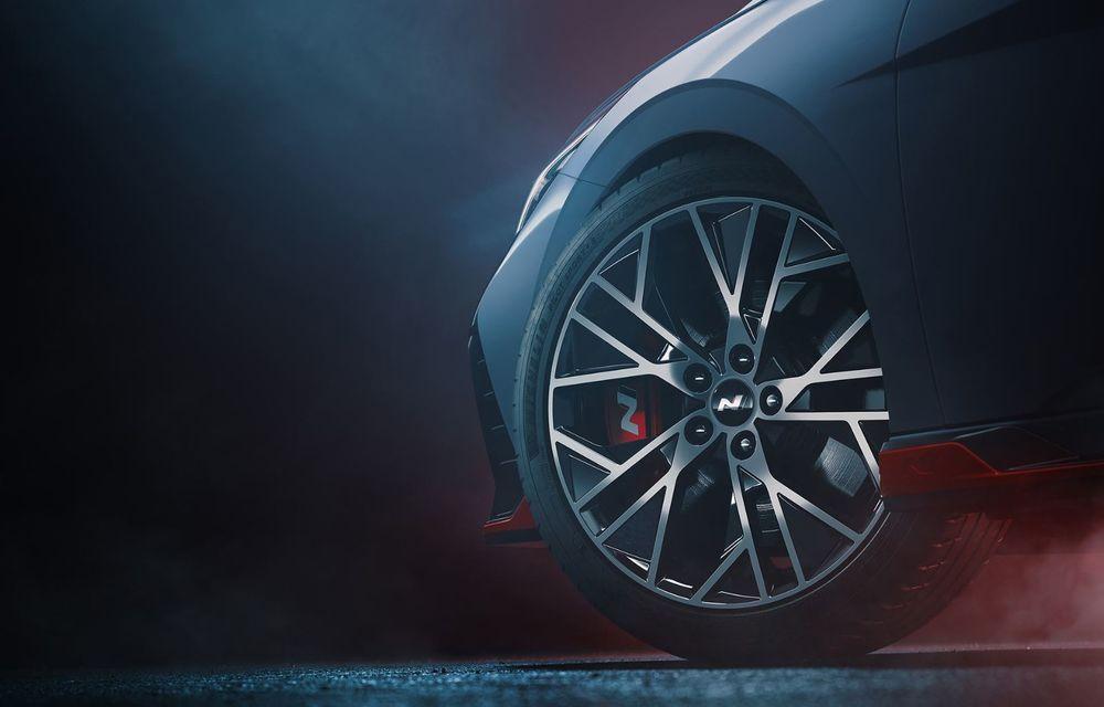 Primele imagini teaser cu viitorul Hyundai Elantra N - Poza 2