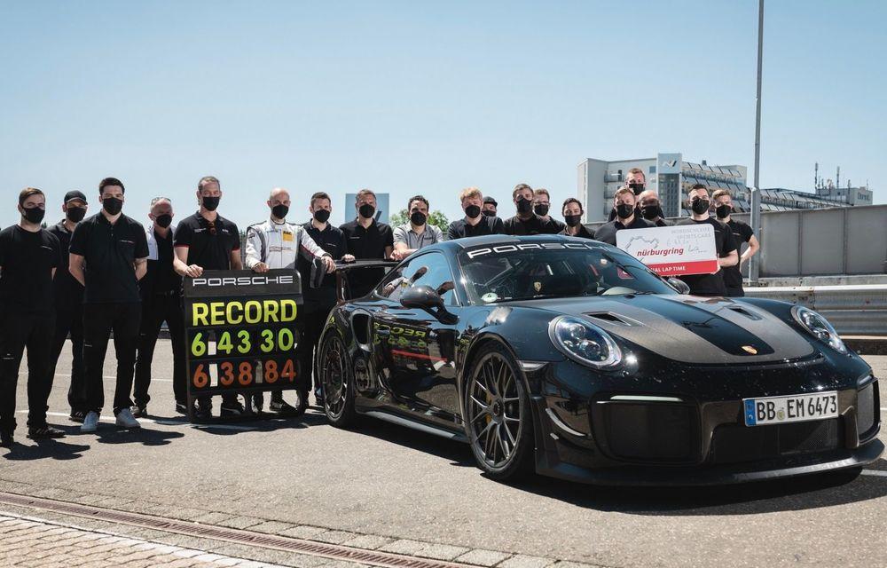 Porsche 911 GT2 RS, modificat de Manthey Racing, a devenit cea mai rapidă mașină de stradă de pe Nurburgring - Poza 13