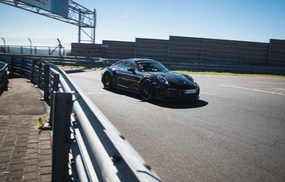 Porsche 911 GT2 RS, modificat de Manthey Racing, a devenit cea mai rapidă mașină de stradă de pe Nurburgring - Poza 10