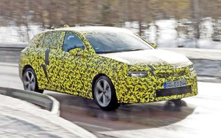 Opel dezvăluie primele imagini sub camuflaj cu noua generație Astra