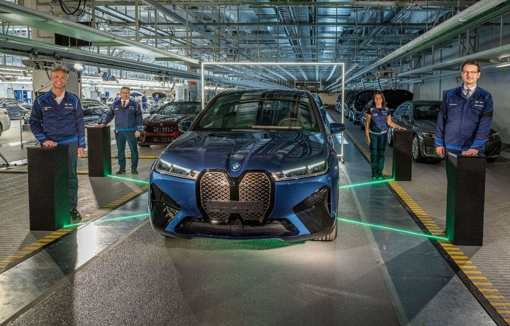 BMW a început producția de serie pentru SUV-ul electric iX la uzina din Dingolfing - Poza 1