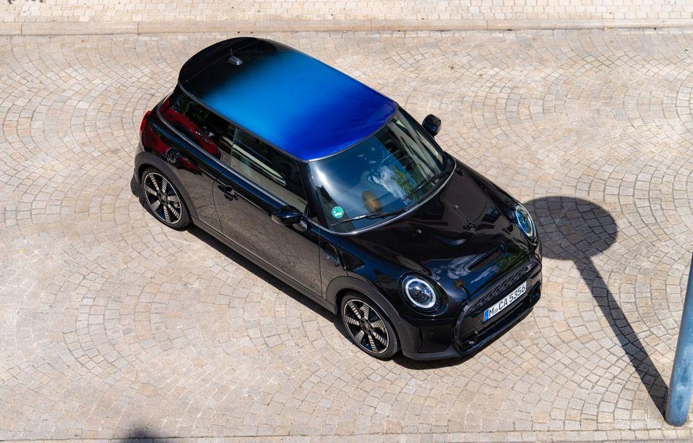 Mini Hatch și Clubman primesc plafonul Multitone, cu design în trei culori - Poza 11