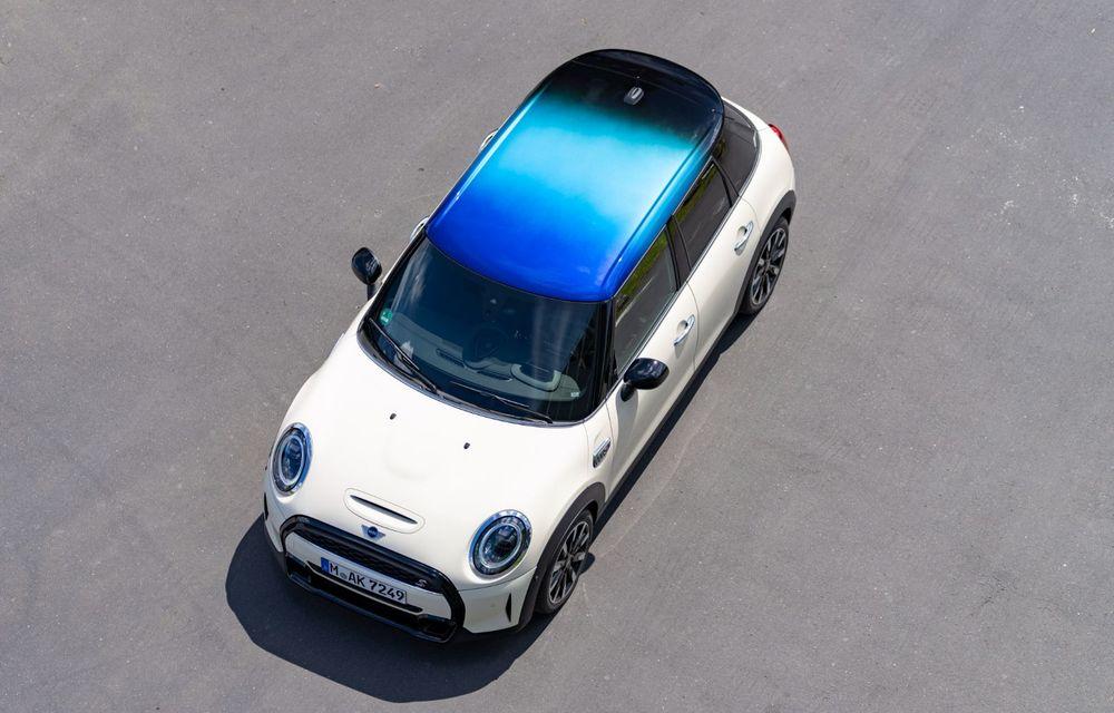 Mini Hatch și Clubman primesc plafonul Multitone, cu design în trei culori - Poza 5
