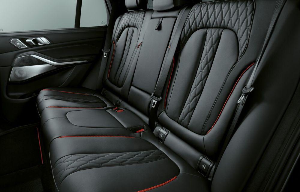 Ediții speciale pentru BMW X5, X6 și X7: vopsea exterioară neagră și accente roșii pentru grila frontală - Poza 20