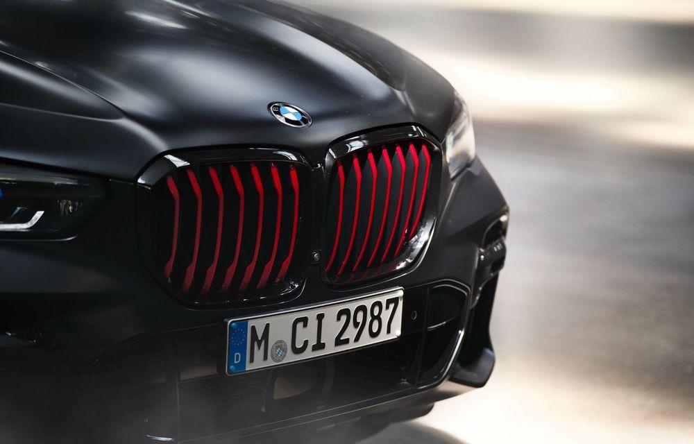 Ediții speciale pentru BMW X5, X6 și X7: vopsea exterioară neagră și accente roșii pentru grila frontală - Poza 28