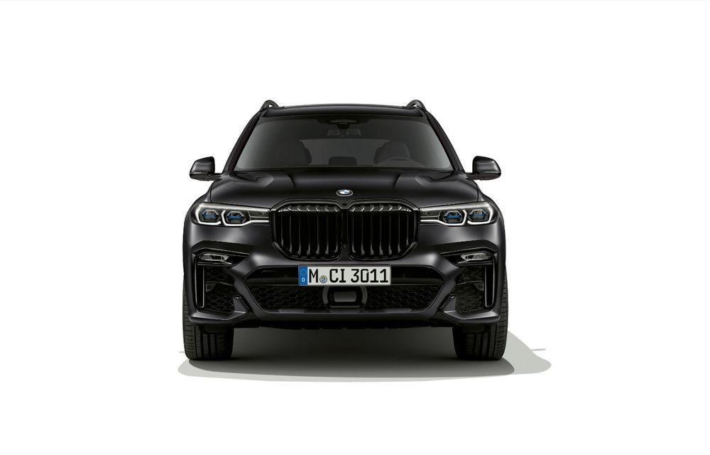 Ediții speciale pentru BMW X5, X6 și X7: vopsea exterioară neagră și accente roșii pentru grila frontală - Poza 11