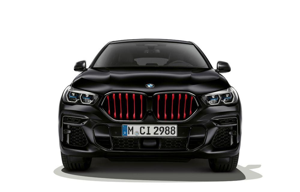 Ediții speciale pentru BMW X5, X6 și X7: vopsea exterioară neagră și accente roșii pentru grila frontală - Poza 3