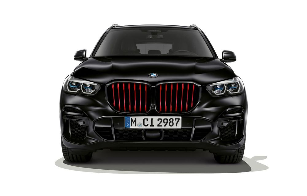 Ediții speciale pentru BMW X5, X6 și X7: vopsea exterioară neagră și accente roșii pentru grila frontală - Poza 6