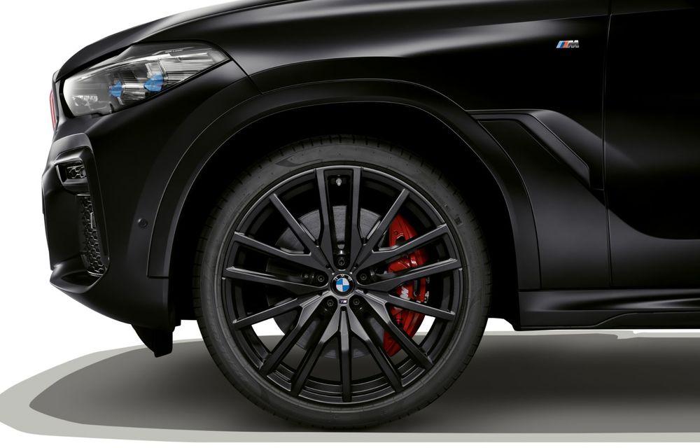 Ediții speciale pentru BMW X5, X6 și X7: vopsea exterioară neagră și accente roșii pentru grila frontală - Poza 26
