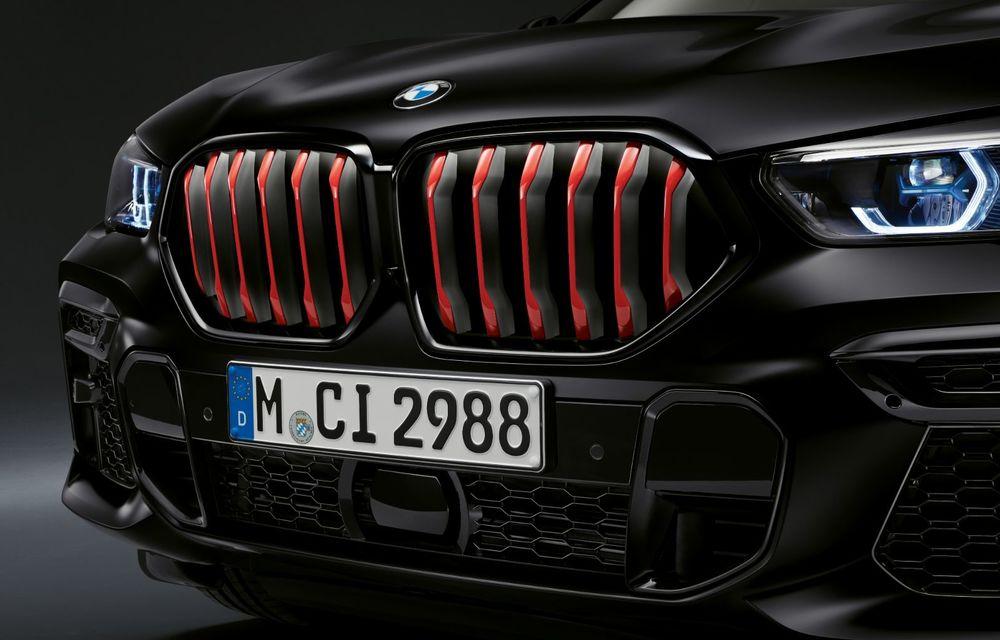 Ediții speciale pentru BMW X5, X6 și X7: vopsea exterioară neagră și accente roșii pentru grila frontală - Poza 27
