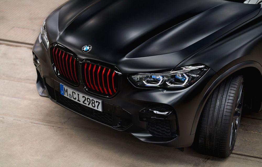 Ediții speciale pentru BMW X5, X6 și X7: vopsea exterioară neagră și accente roșii pentru grila frontală - Poza 31