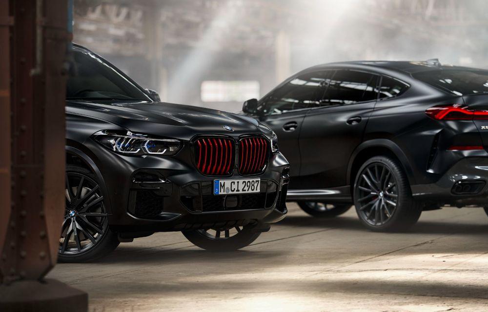 Ediții speciale pentru BMW X5, X6 și X7: vopsea exterioară neagră și accente roșii pentru grila frontală - Poza 32
