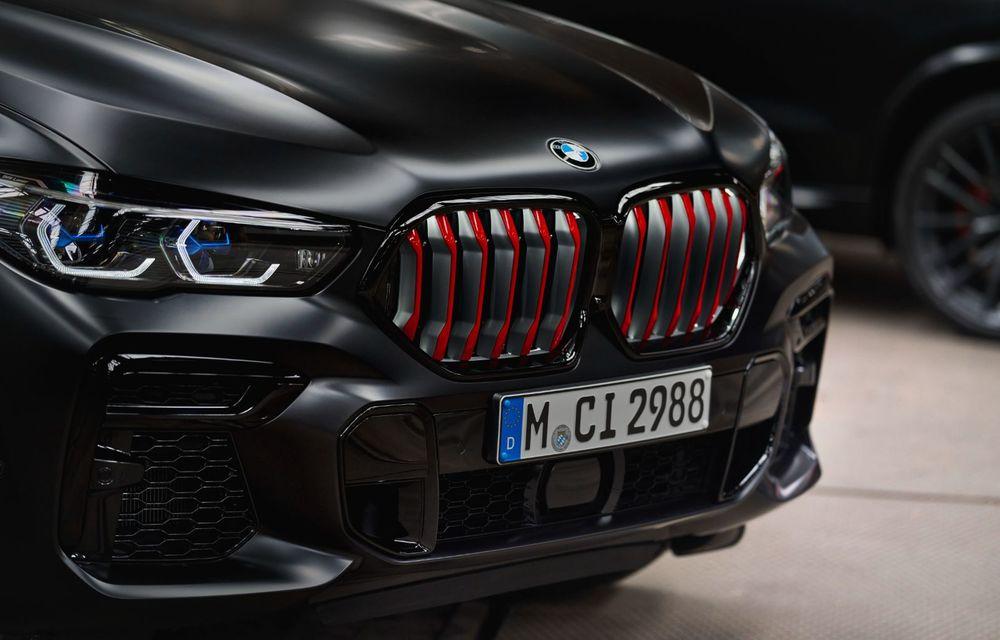 Ediții speciale pentru BMW X5, X6 și X7: vopsea exterioară neagră și accente roșii pentru grila frontală - Poza 25