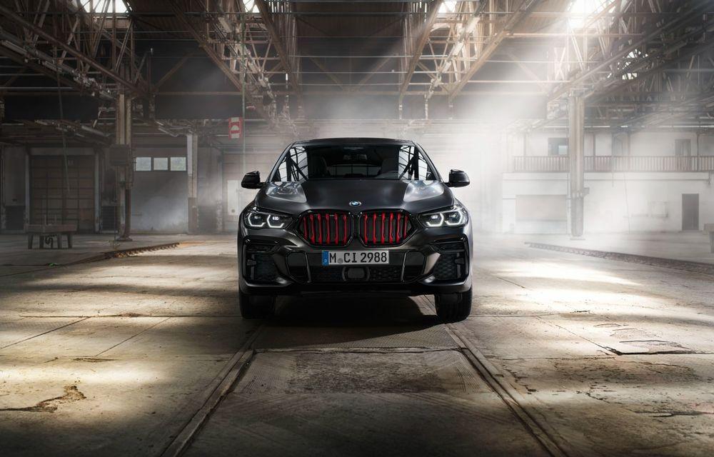 Ediții speciale pentru BMW X5, X6 și X7: vopsea exterioară neagră și accente roșii pentru grila frontală - Poza 16