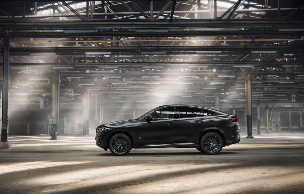 Ediții speciale pentru BMW X5, X6 și X7: vopsea exterioară neagră și accente roșii pentru grila frontală - Poza 34