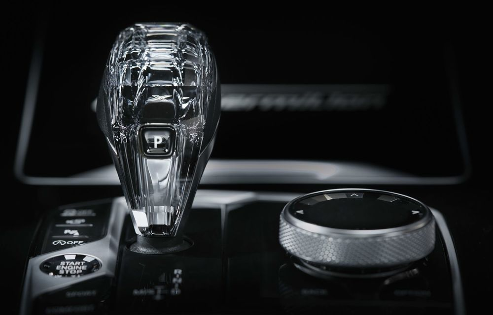 Ediții speciale pentru BMW X5, X6 și X7: vopsea exterioară neagră și accente roșii pentru grila frontală - Poza 22