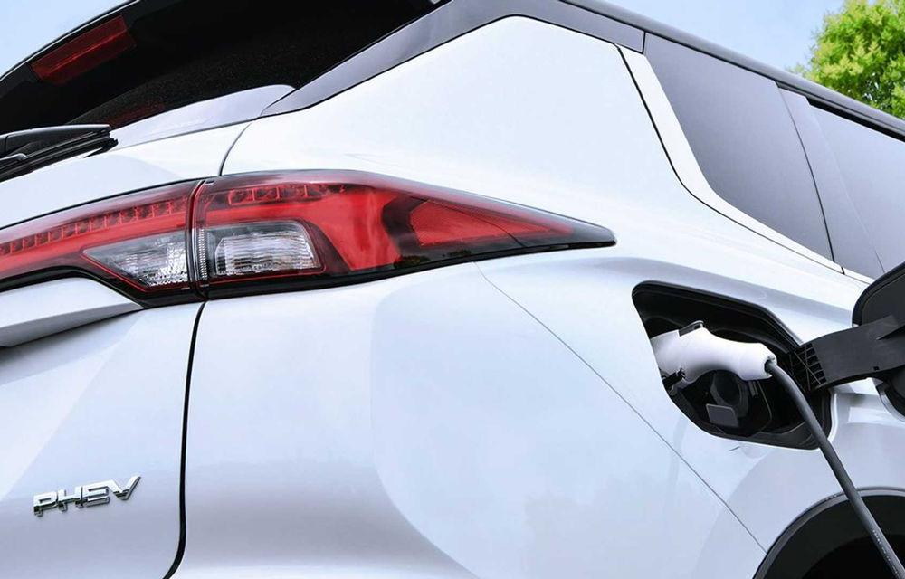 Prima imagine teaser cu viitorul Mitsubishi Outlander plug-in hybrid - Poza 1