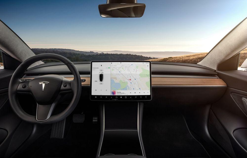 Mașinile Tesla au acum interfață în limba română - Poza 1