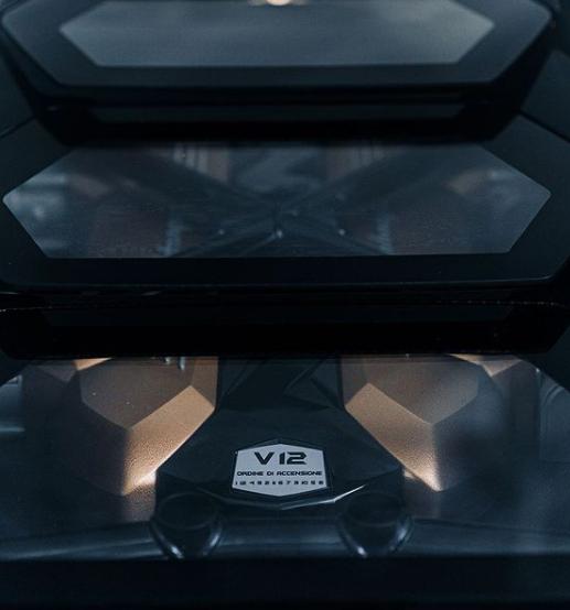 Lamborghini dezvăluie noi imagini teaser cu viitorul Countach - Poza 2