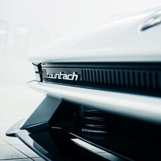 Lamborghini dezvăluie noi imagini teaser cu viitorul Countach - Poza 1