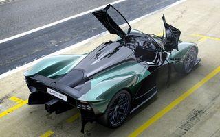 Hypercar-ul Aston Martin Valkyrie Spider de 1.176 CP, prezentat în California