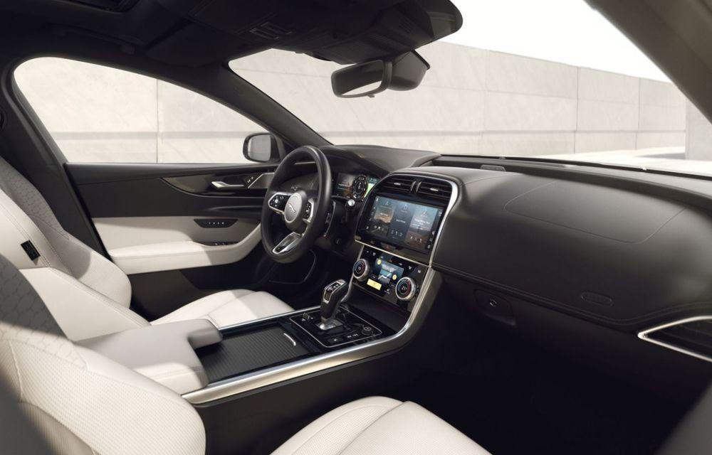 Jaguar XE și XF R-Dynamic Black: 204 CP și o serie de elemente vopsite în negru - Poza 23
