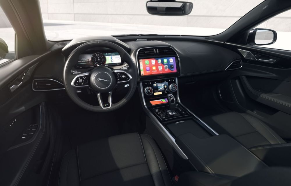 Jaguar XE și XF R-Dynamic Black: 204 CP și o serie de elemente vopsite în negru - Poza 24
