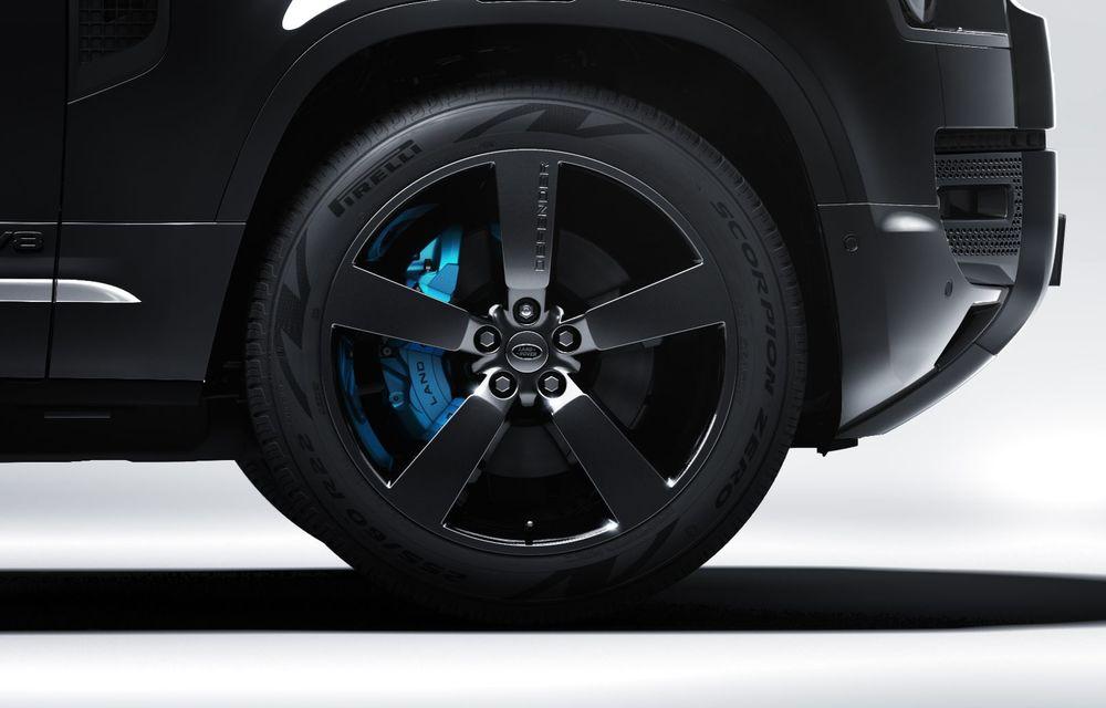 Land Rover lansează noul Defender V8 Bond Edition. Producție limitată la 300 de exemplare - Poza 10