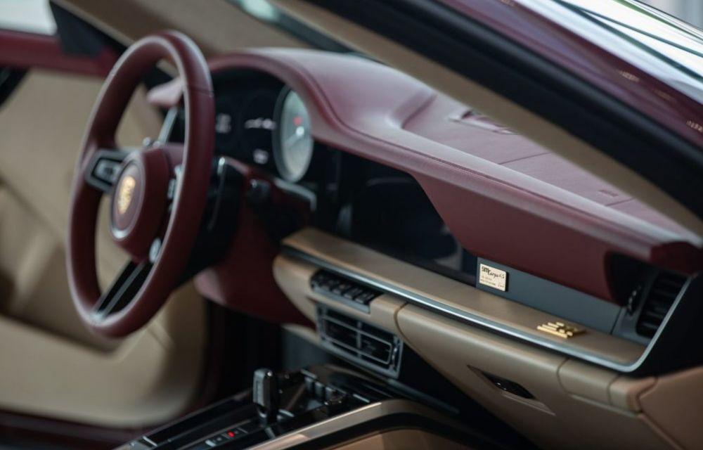 Galeria Țiriac Collection s-a îmbogățit cu o nouă mașină specială: Porsche 911 Targa 4S Heritage Design - Poza 4