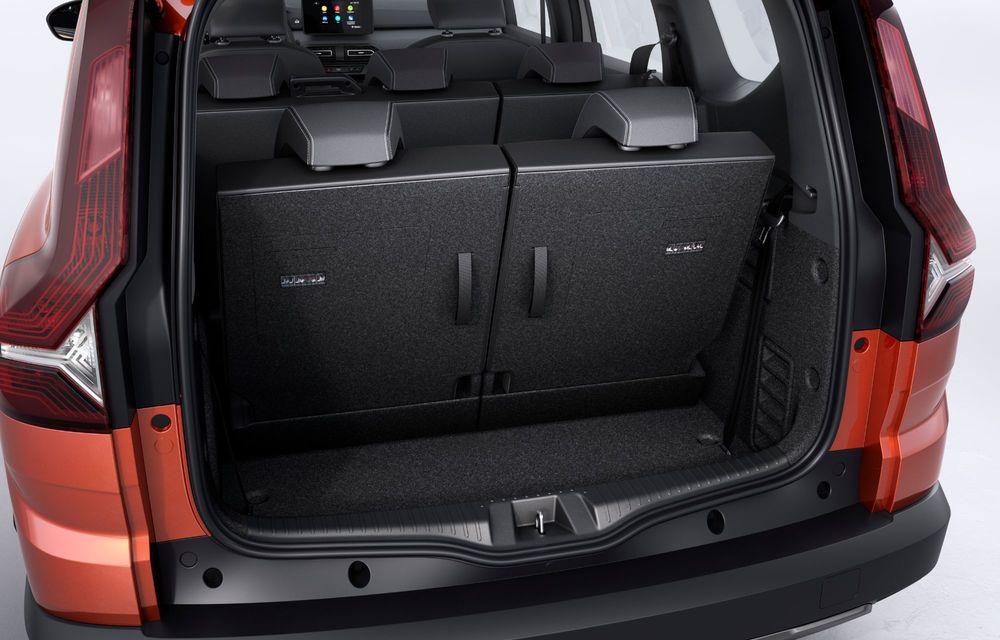 Am văzut pe viu Dacia Jogger: 5 lucruri esențiale despre noua mașină de familie + VIDEO - Poza 18