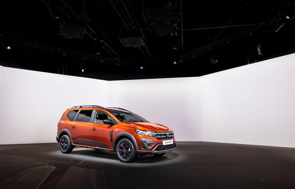 Am văzut pe viu Dacia Jogger: 5 lucruri esențiale despre noua mașină de familie + VIDEO - Poza 9