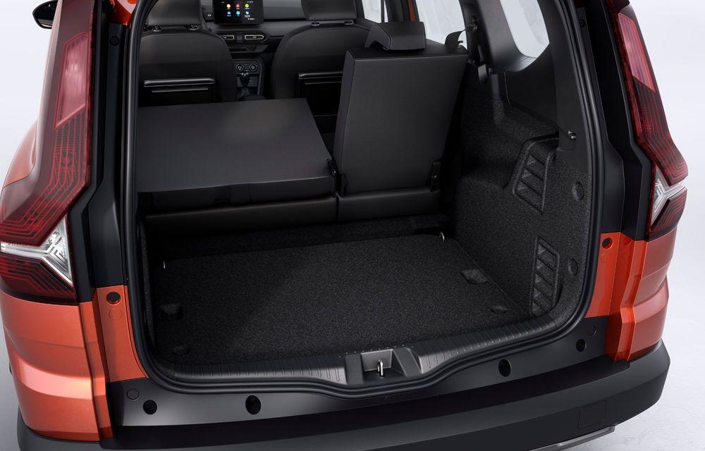 Am văzut pe viu Dacia Jogger: 5 lucruri esențiale despre noua mașină de familie + VIDEO - Poza 12