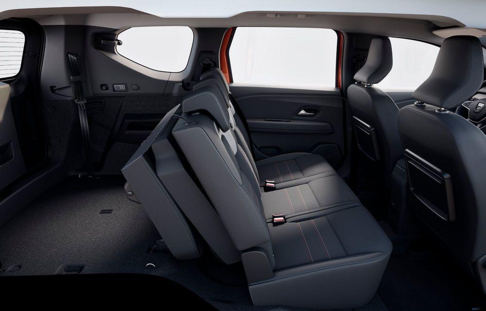 Am văzut pe viu Dacia Jogger: 5 lucruri esențiale despre noua mașină de familie + VIDEO - Poza 15