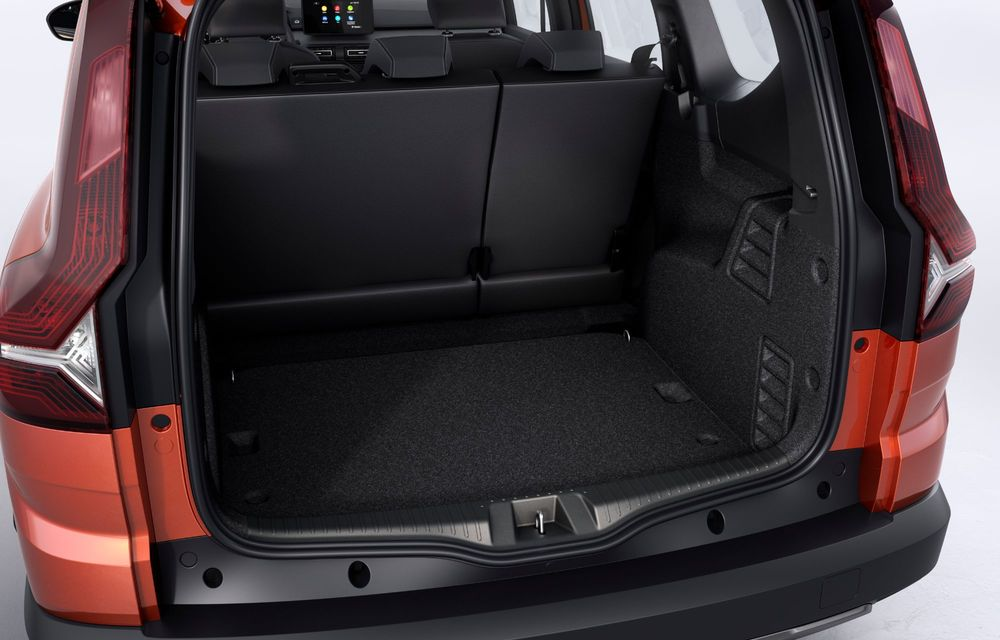 Am văzut pe viu Dacia Jogger: 5 lucruri esențiale despre noua mașină de familie + VIDEO - Poza 19