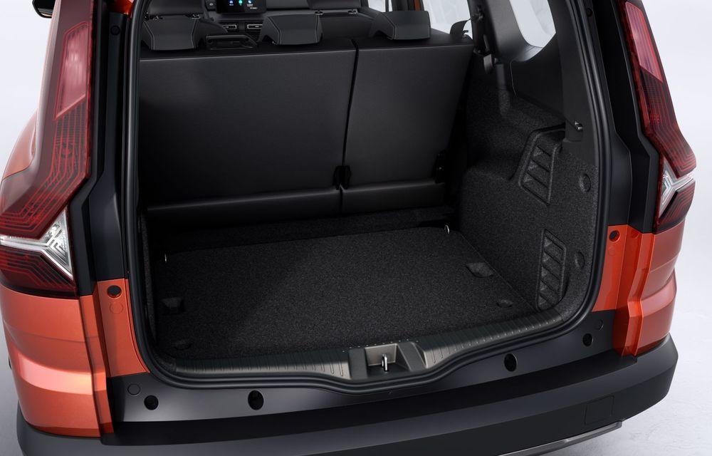 PREMIERĂ: Dacia Jogger debutează cu motor nou de 110 CP. Versiune hibrid programată pentru 2023 - Poza 41