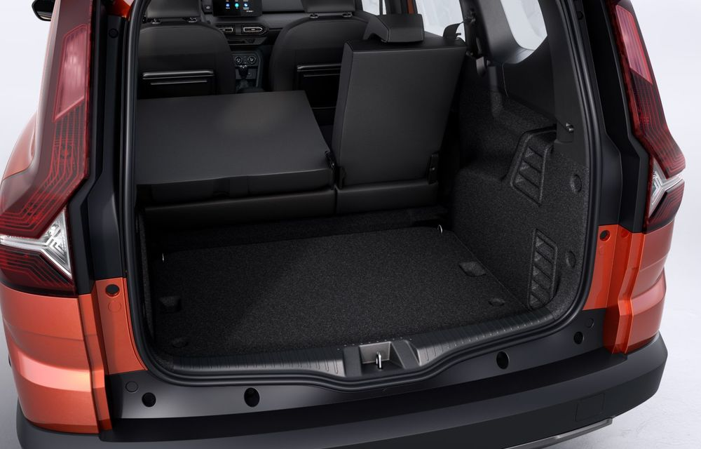 PREMIERĂ: Dacia Jogger debutează cu motor nou de 110 CP. Versiune hibrid programată pentru 2023 - Poza 40