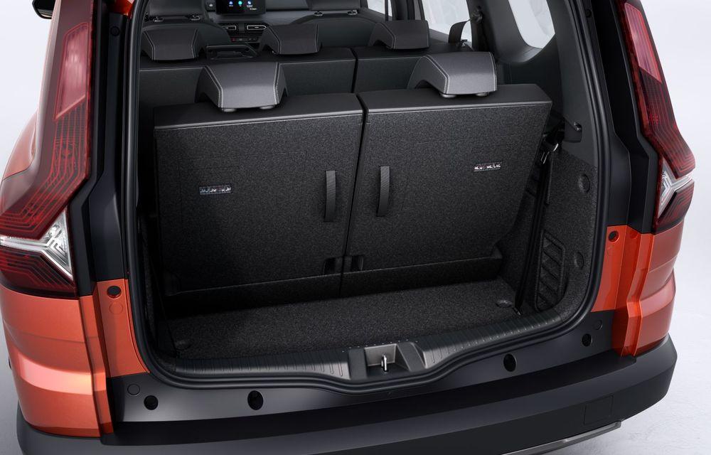 PREMIERĂ: Dacia Jogger debutează cu motor nou de 110 CP. Versiune hibrid programată pentru 2023 - Poza 39