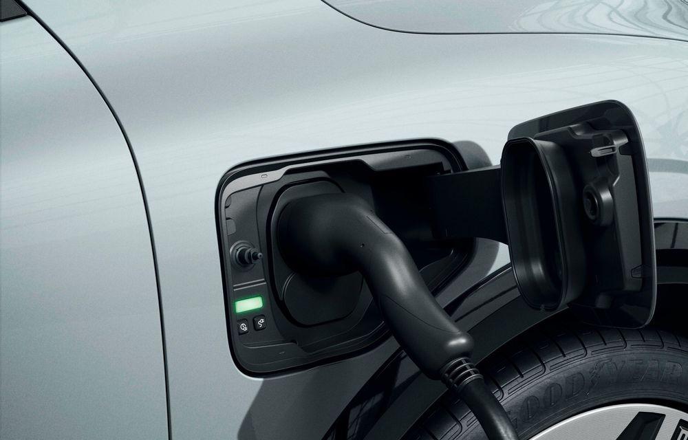 Am văzut pe viu noul Renault Megane Electric: 5 motive pentru care e un model revoluționar + VIDEO - Poza 15