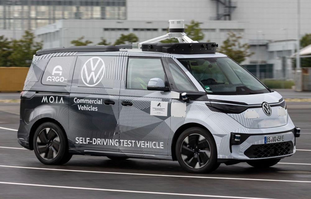 Volkswagen prezintă prototipul autonom ID.Buzz AD: va fi folosit pentru servicii de ridepooling din 2025 - Poza 1