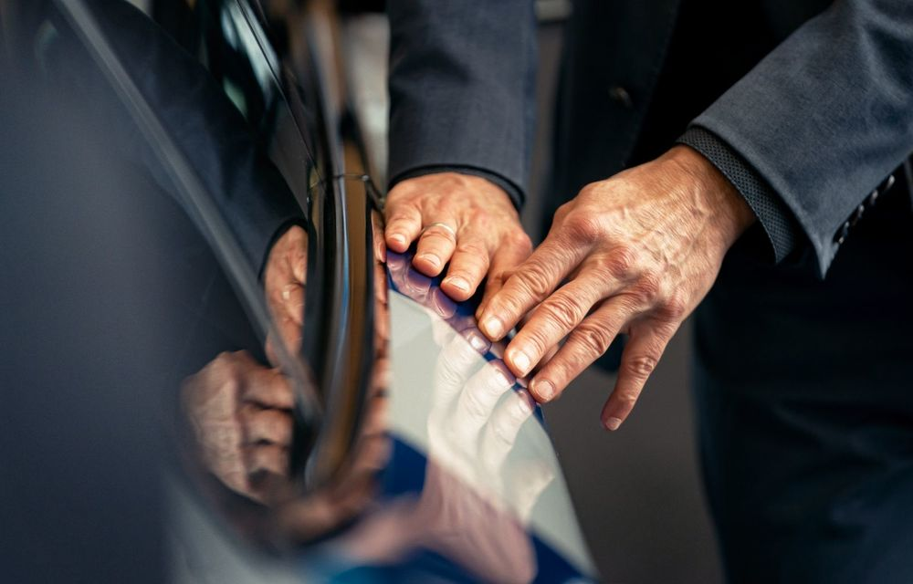 Un nou Art Car: BMW și artistul Jeff Koons creează o ediție specială pentru Seria 8 Gran Coupe - Poza 4