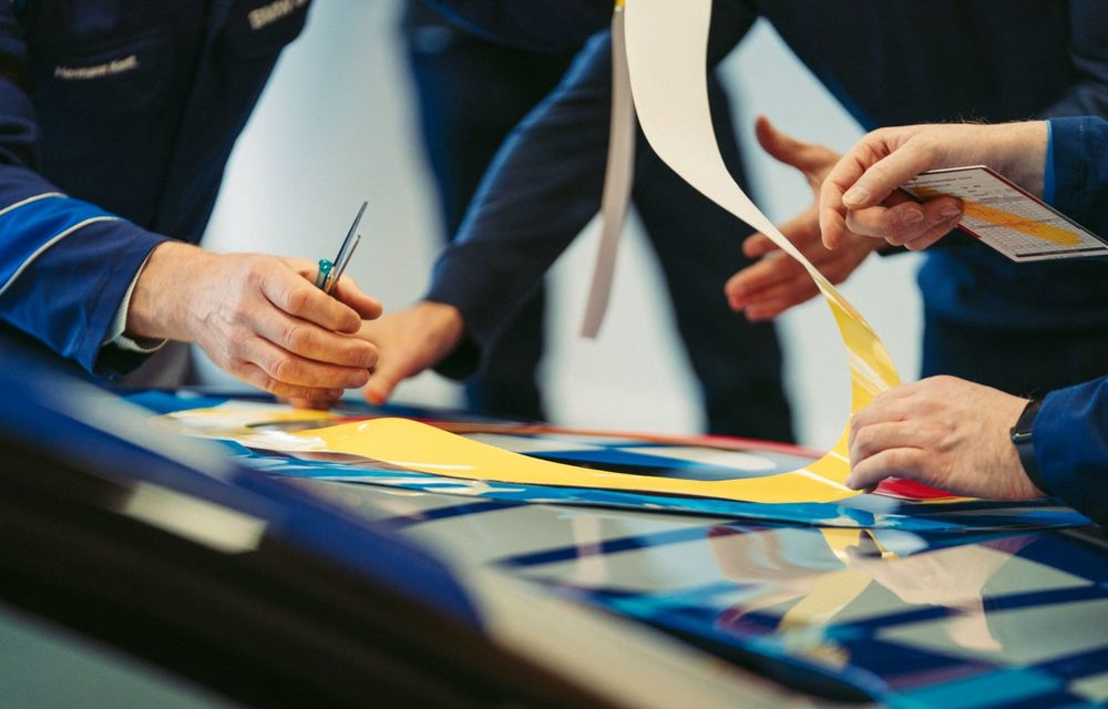 Un nou Art Car: BMW și artistul Jeff Koons creează o ediție specială pentru Seria 8 Gran Coupe - Poza 2