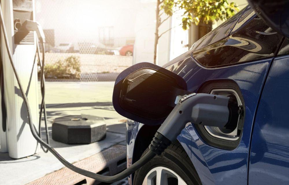 Premieră în Austria: În august au fost înmatriculate mai multe mașini electrificate decât cele cu motor pe benzină - Poza 1